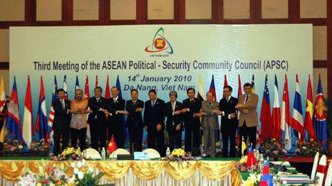 ASEAN thảo luận việc phê chuẩn Công ước ASEAN chống khủng bố. Ảnh: CT