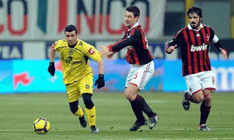 Di Natale và các đồng đội liên tục làm chao đảo hàng thủ Milan. Ảnh: Getty Images