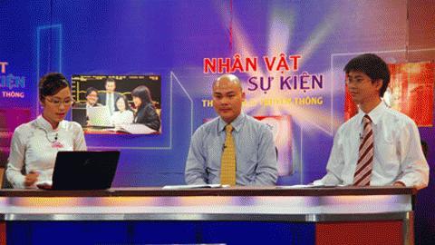 Ông Nguyễn Tử Quảng (giữa) và ông Nguyễn Xuân Tài (phải) đang đối thoại trực tiếp với khán giả. Ảnh: VTC News.
