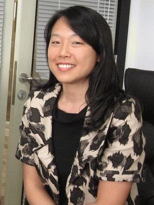 GS.TS. Joan Kang Shin từng tham gia nhiều chương trình, khóa học giúp giáo viên dạy tiếng Anh cho trẻ em tốt hơn.