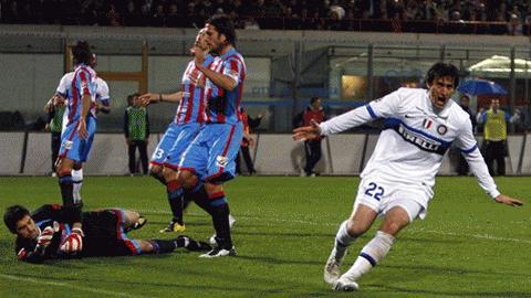 Milito tiếp tục thể hiện vai trò đầu tàu, nhưng không đủ để giúp Inter đứng vững. Ảnh: Getty Images