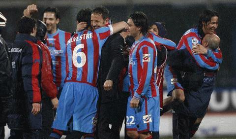 Chiến thắng ngọt ngào của thầy trò Mihajilovic. Ảnh: Getty Images