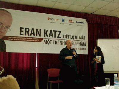 Eran Katz giao  lưu cùng bạn  đọc