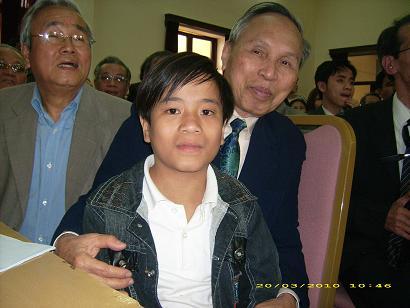 Cậu bé Đặng Xử Bắc tại Hội nghị Trung tâm  tiền năng của con người - Ảnh: Nguyễn Dược