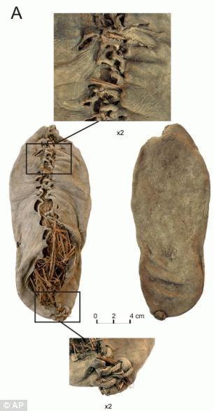 Với niên đại 5.500 năm, đây là chiếc giày da cổ nhất mà con người từng biết đến. Ảnh: Daily Mail