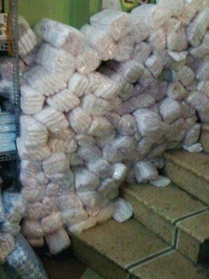 Tã giấy Bobby loại B chất đống trong một cửa hàng trên phố Bạch Mai, HN. Ảnh H.D