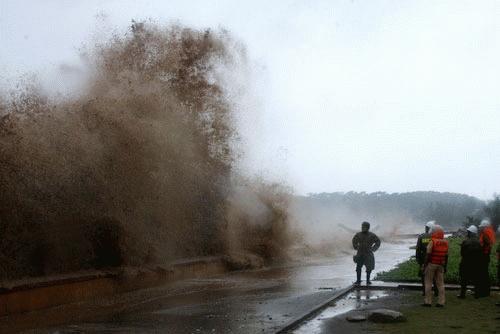 Cận cảnh bão số 1 qua ảnh Images2000987_anh_0791