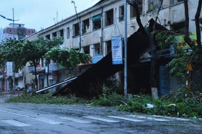 Cận cảnh bão số 1 qua ảnh Images2001043_baoQN2