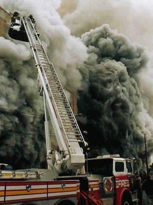 Bóng người trong khói.