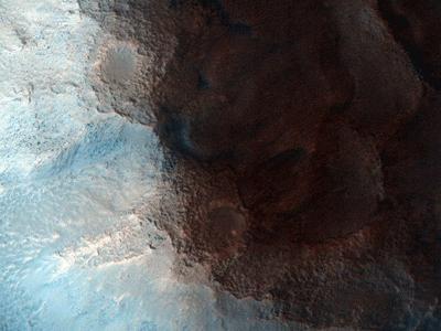 Cận cảnh địa hình lồi lõm trên bề mặt sao Hỏa – nơi từng được xem hiện diện một gương mặt bí ẩn – rõ ràng nơi đây không phải là một công trình xây dựng như nhiều người suy đoán.
