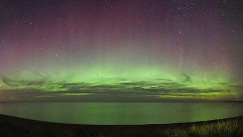 Cực quang do nhiếp ảnh gia Shawn Malone chụp từ hồ Superior, Michigan, Mỹ (Ảnh: Dailymail)