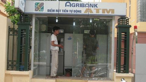 ATM nhả thiếu tiền, chi tiêu cả tháng long đong