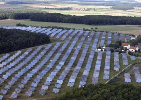 Quang cảnh một nhà máy điện mặt trời tại Mỹ.