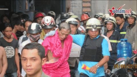Hơn 100 cảnh sát khống chế một kẻ đốt nhà, tử thủ
