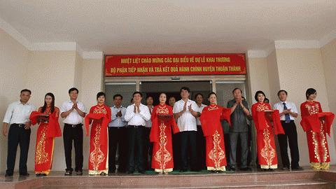 Ngày 09/09/2010 Thuận Thành trở thành huyện thứ 4 của tỉnh Bắc Ninh đưa vào thực hiện cơ chế một cửa liên thông, hiện đại. Dự lễ cắt băng khánh thành có Thứ trưởng Bộ Nội Vụ, ông Nguyễn Tiến Dĩnh, PBT, Chủ tịch tỉnh Bắc Ninh, ông Trần Văn Túy cùng nhiều cán bộ huyện, Sở Nội vụ tỉnh Bắc Ninh.