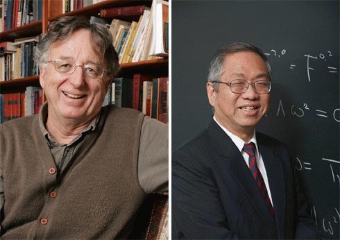 Dennis P. Sullivan (trái) và Shing-Tung Yau cùng nhận Wolf Toán học 2010.