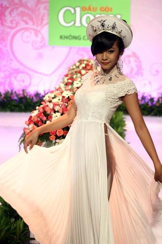 Choáng váng cô dâu 12 tuổi đẹp mê hồn ở Sài Gòn - www.TAICHINH2A.COM