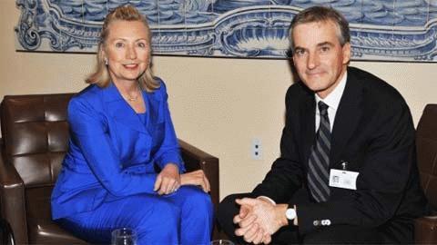 Ngoại trưởng Mỹ Hillary Clinton trong cuộc tiếp xúc với người đồng cấp Na Uy Jonas Gahr Store,