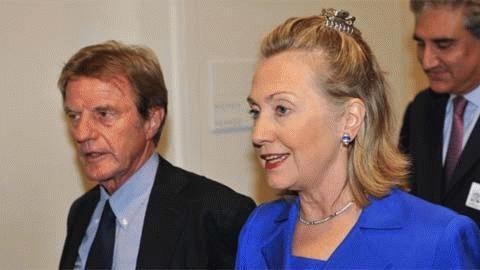 ... với Ngoại trưởng Pháp Bernard Kouchner,