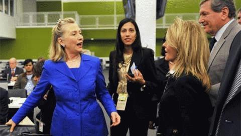 .. và trò chuyện cùng các thành viên trong Bộ Ngoại giao Mỹ.