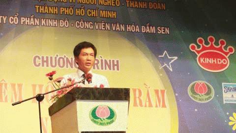 Ông Nguyễn Xuân Luận - Phó TGĐ Kinh Đô tại chương trình Vì người nghèo - Công viên văn hoá Đầm Sen