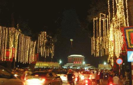 Tưng bừng không khí mừng Đại lễ 1000 năm Thăng Long Hà Nội. (Ảnh: VietNamNet)