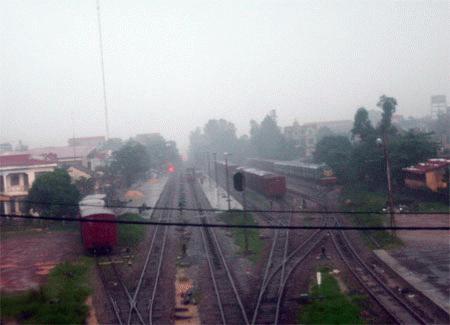 Các đoàn tàu phải đỗ tại ga Đồng Hới (Ảnh: DT)