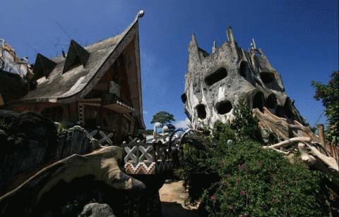"""Biệt thự Hằng Nga hay còn gọi là """"Ngôi nhà điên"""" ở Đà Lạt, Việt Nam."""