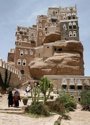 Dar al-Hajr (Cung điện đá) ở Wadi Dhahr, Yemen.