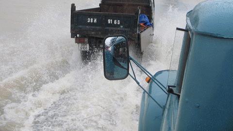 Quốc lộ 1A chìm trong biển nước...