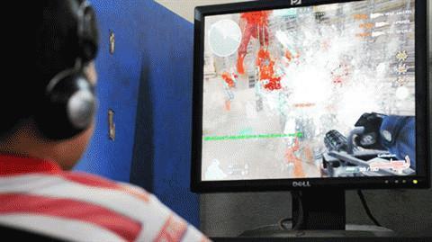 Một cảnh bắn giết tung tóe máu trong game Đột kích - Ảnh: Mai Vinh