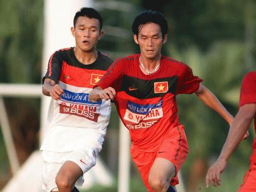 Tiền vệ Thanh Hưng (trái) sẽ là sự bổ sung rất đáng giá cho ĐTVN