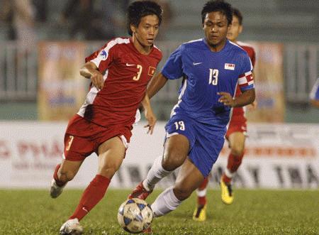 U19 VN (áo đỏ) xuất sắc vượt qua U21 Singapore