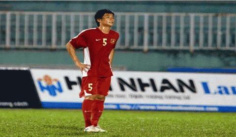 Cầu thủ Thế Sơn, người đá phản lưới nhà khiến khán giả phản ứng dữ dội. Ảnh: SGTT