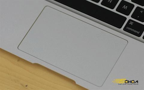 Touchpad có kích thước lớn.