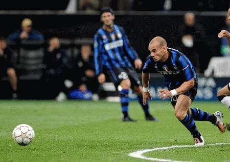 Sneijder ở lại Inter đến 2010. Ảnh: Getty.
