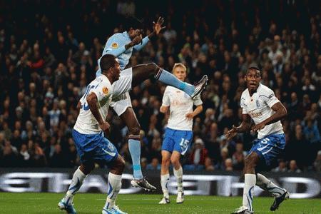 Adebayor sẽ lĩnh xướng hàng công của Man City ở trận đấu tới