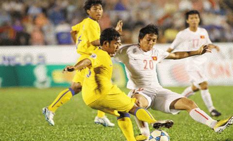 U21 VN (trắng) sẽ thắng tiến vào trận chung kết... Ảnh: TNO