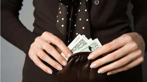 Bao nhiêu tiền tiết kiệm, vợ tôi mang đán đề hết sạch! (Nguồn: tintuc.xalo.vn)
