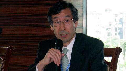 Phát ngôn viên Bộ Ngoại giao Nhật Bản Satoru Satoh (trái) và Phó phát ngôn viên văn phòng Thủ tướng Nhật Bản Noriyuki Shikata. Ảnh: XL