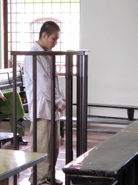 Bị cáo Vũ Trường Phú Khánh cúi đầu nhận tội trước vành móng ngựa