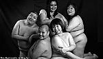 'Mỹ nhân' Singapore chụp lịch nude để giúp thiếu niên VN