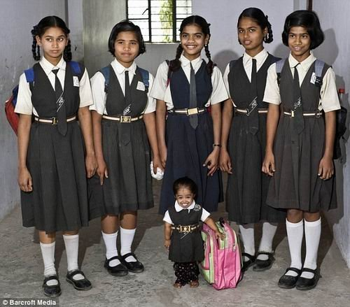 Tiết lộ cuộc sống của cô gái nhỏ nhất thế giới