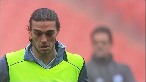 Anh tung một số cầu thủ trẻ để đấu với Pháp