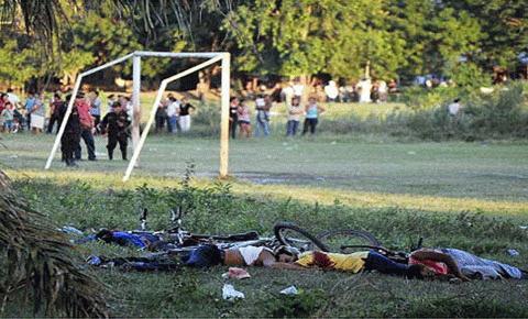 Ngay sau khi gây án, nhóm hung thủ đã lên xe bỏ chạy để lại những xác chết vô tội