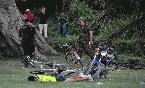 Trong số 14 người chết, có cả những cầu thủ nghiệp dư đang tham gia một trận đấu