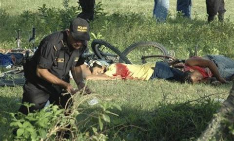 Cảnh sát đang tìm kiếm những chứng cứ còn sót lại tại hiện trường