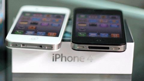 Cơn sốt hàng hiệu iPhone 4 tác động mạnh đến cả những người có thu nhập trung bình và thấp, khiến các dịch vụ mua iPhone 4 trả góp kiếm bộn tiền.