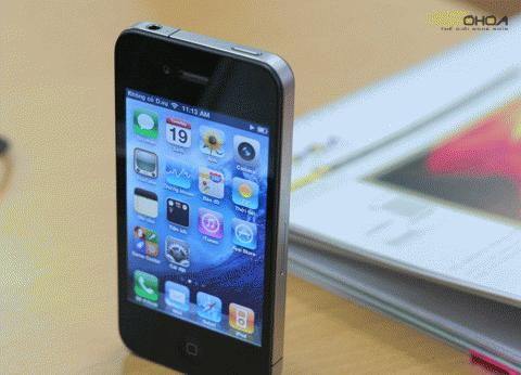 Những chiếc iPhone 4 xách tay đang bị đẩy lên cao. Ảnh: Quốc Huy.