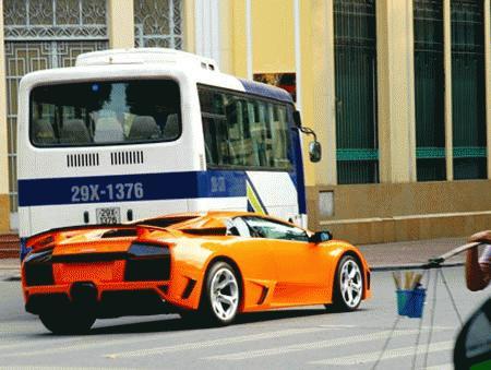 Vì sao dân chơi xe Việt mê mẩn Lamborghini? Images2064808_Lamborghini_vtcNov10_1